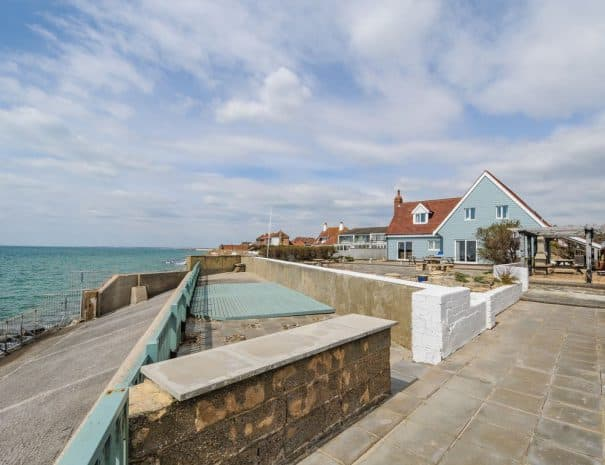 selsey-beach-house-back-garden-side-view