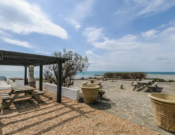 selsey-beach-house-garden-patio