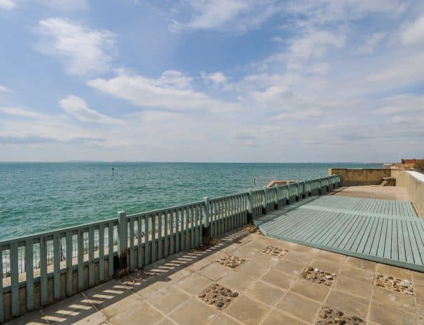 selsey-beach-house-sun-lounge-area
