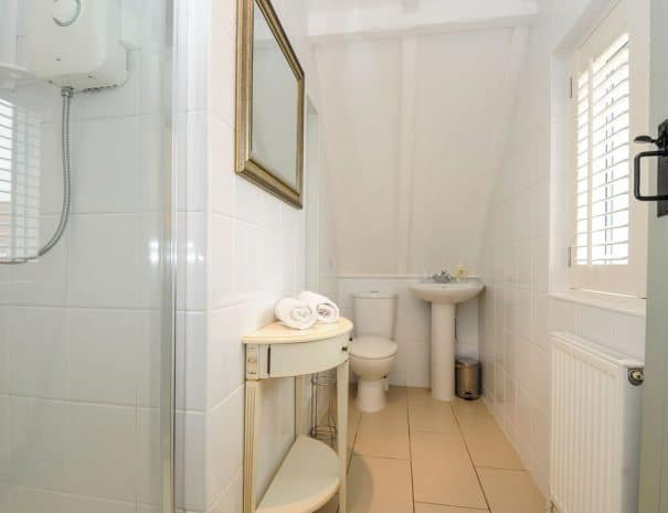 selsey-beach-house-upstairs-bathrooms-1