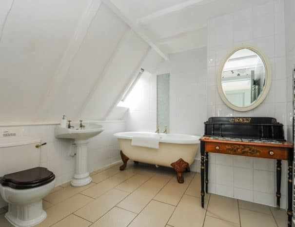 selsey-beach-house-upstairs-bathrooms-2