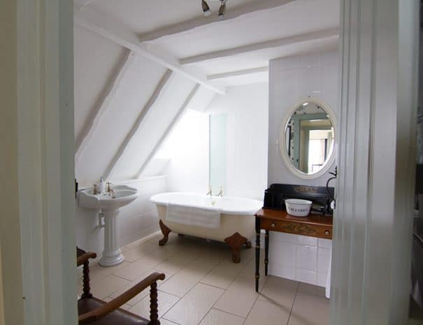 selsey-beach-house-upstairs-bathrooms-3