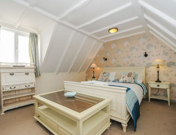 selsey-beach-house-upstairs-bedrooms-12