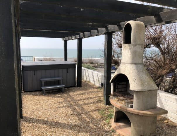 selsey-beach-house-hot-tub-1