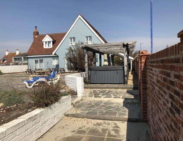 selsey-beach-house-hot-tub-3